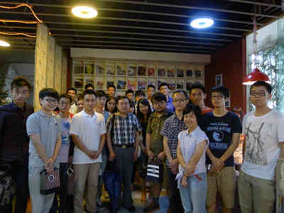 不定期举办的创业咖啡活动邀请创业名人与学生交流创业心得.JPG